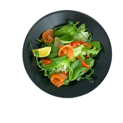 Салат з копченим лососем та полуницею