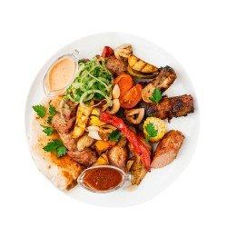 М'ясна тарілка з овочами