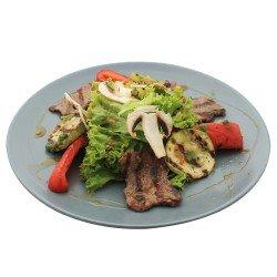 Гриль-салат з телятини і медовим соусом